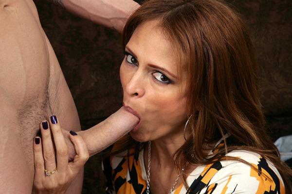 sexy-milf-monique-sucking-a-big-cock